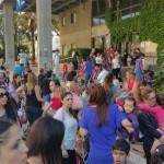 תושבים מוחים על מחירי הקייטנות מול בניין העירייה