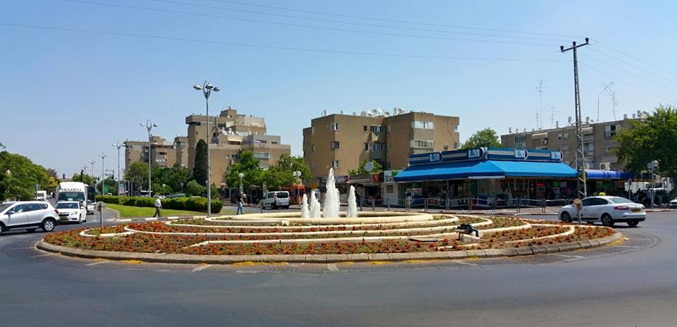 המזרקה בכיכר משה שרת