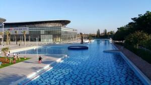 האגם המלאכותי והיכל הספורט המתחם לה פארק חולון