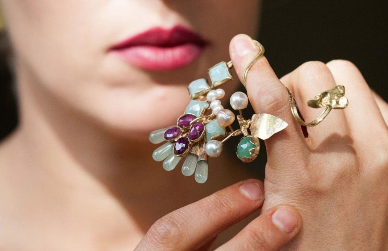 תערוכת תכשיטים בבית מאירוב. צילום רועי גרינברג