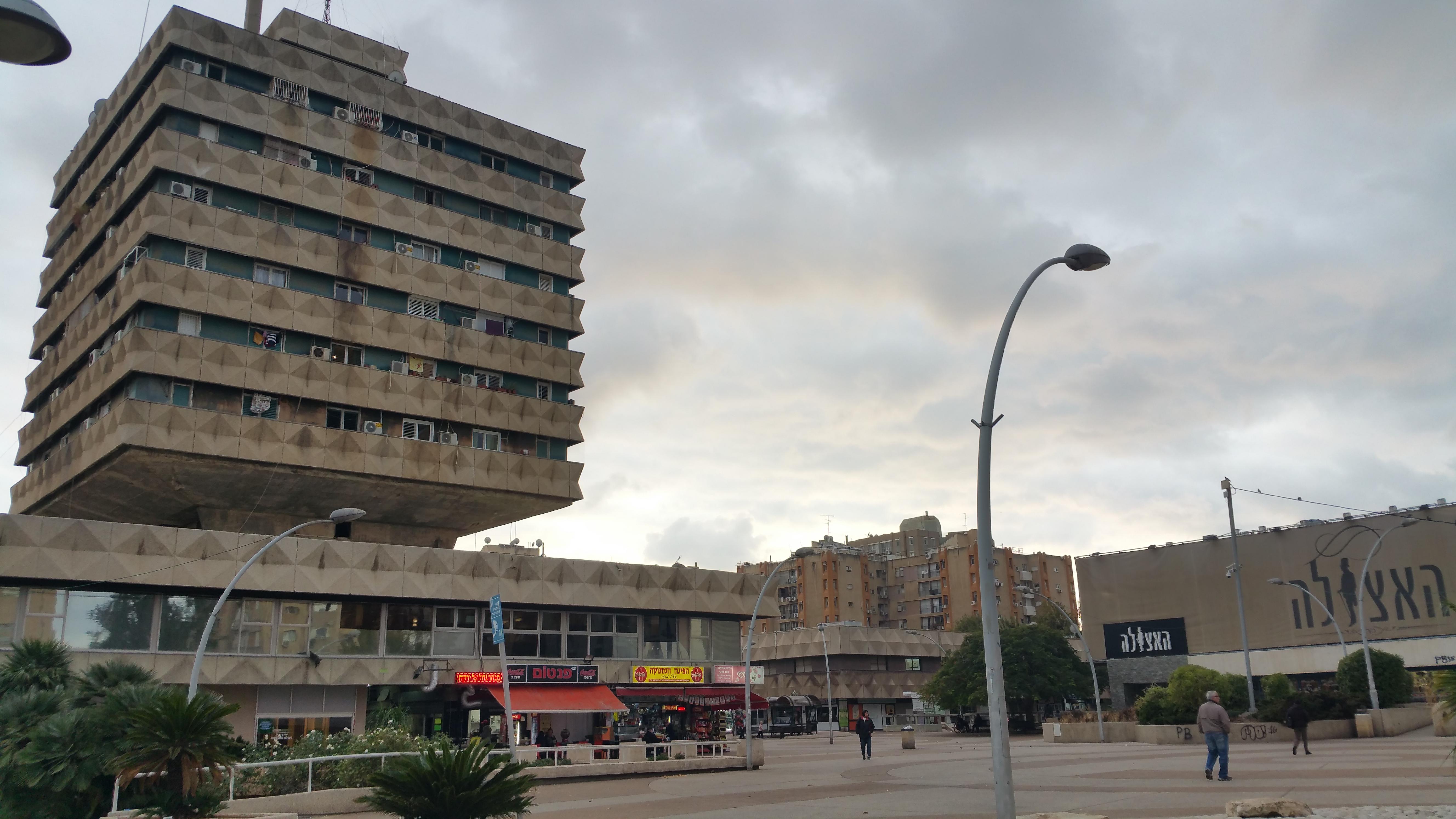 כיכר סירן בחולון בצל השקיעה. צילום: יואב בן פורת