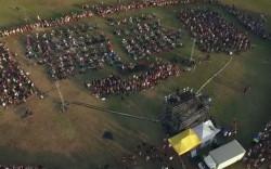 קאבר המוני של אלף מוסיקאים כדי להביא להקה לעיר