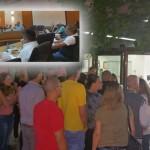 ישיבת מועצת העיר והתושבים אשר נחסמו מכניסה. צילום: יואב בן פורת