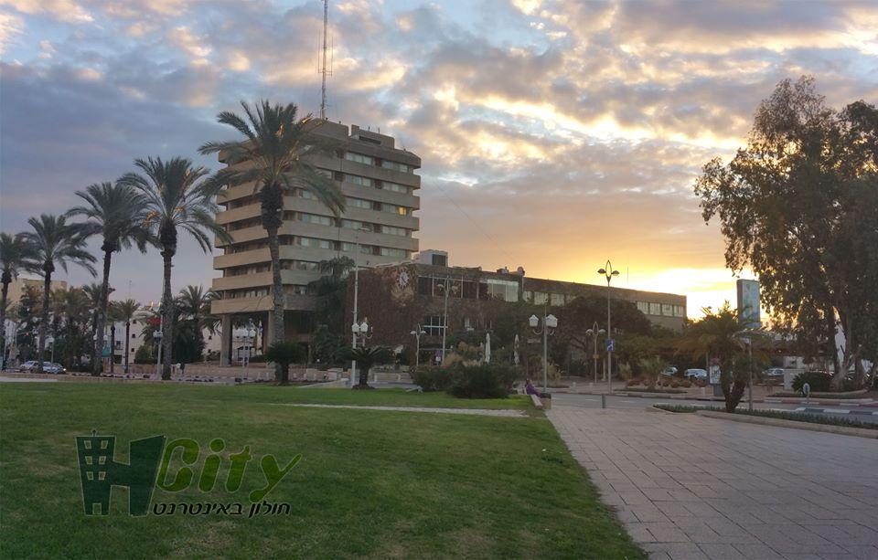 תמונת היום: בניין הערייה בשקיעה. צילום: יואב בן פורת