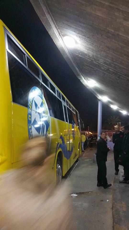 אוטובוס מכבי מתחת לאולם הפחים