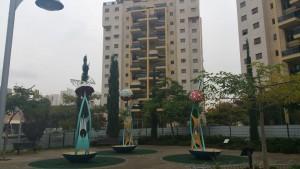גן סיפור המטריה של רותי. צילום יואב בן פורת