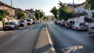 רחוב ויצמן עם בלונים אדומים