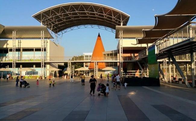 קומת הקרקע של מתחם לה-פארק. צילום: יואב בן פורת