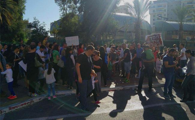 מחאת תושבי שכונת קרית אילון בחולון נגד אזורי הרישום 2016. צילום: ליאורה פור