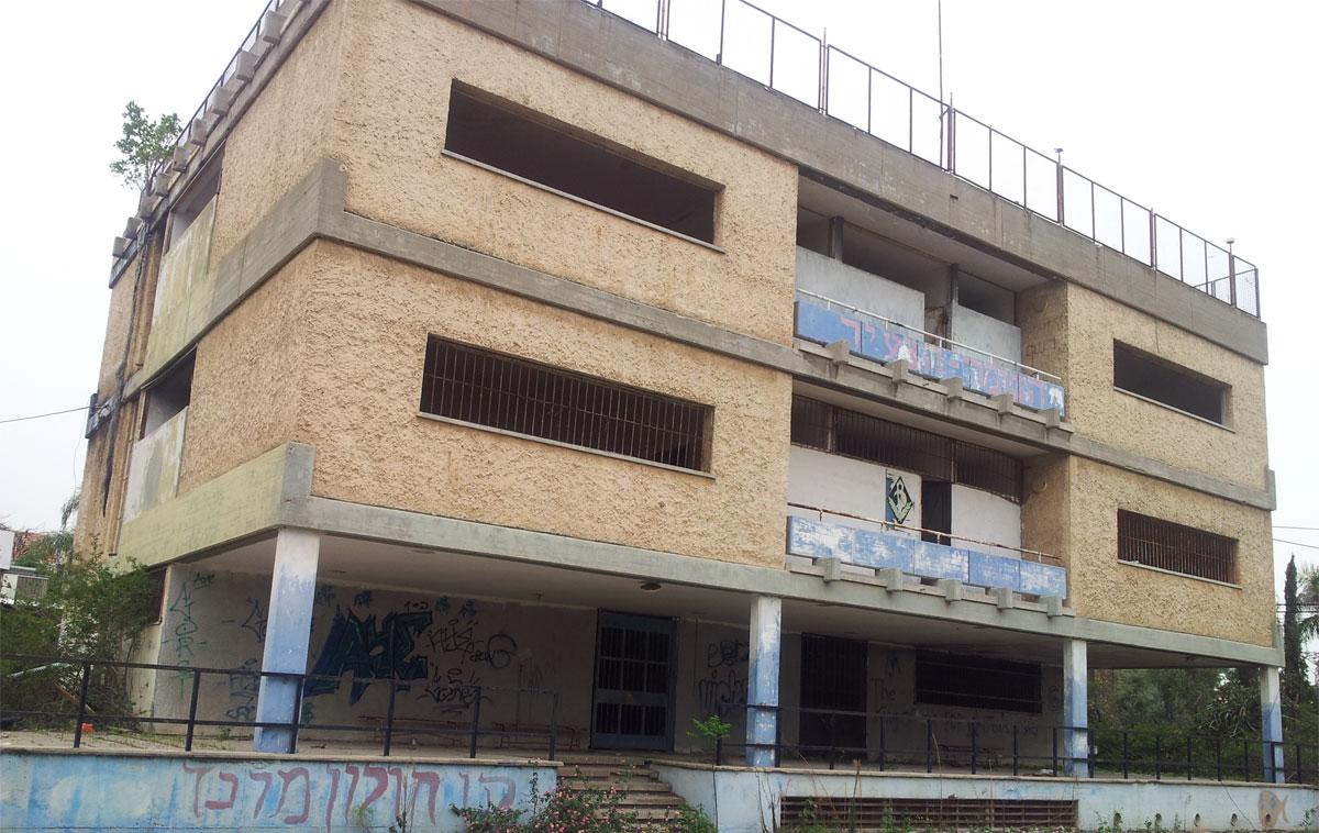 """בניין """"השומר הצעיר"""" הנטוש ברחוב גולומב. התמונה להמחשה בלבד. צילום: יואב בן פורת"""