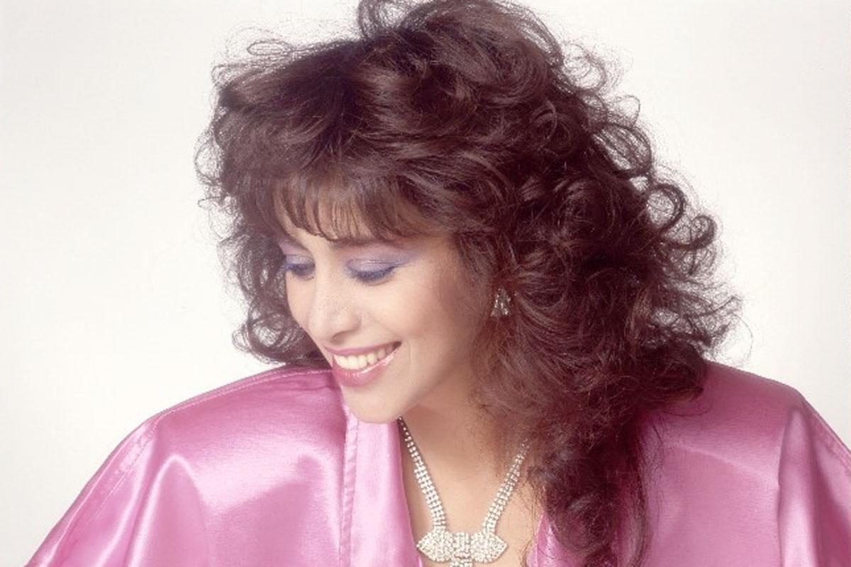 עפרה חזה .מתוך צילומי העבודה על האלבום ימים נשברים 1986.צילום בן לם7