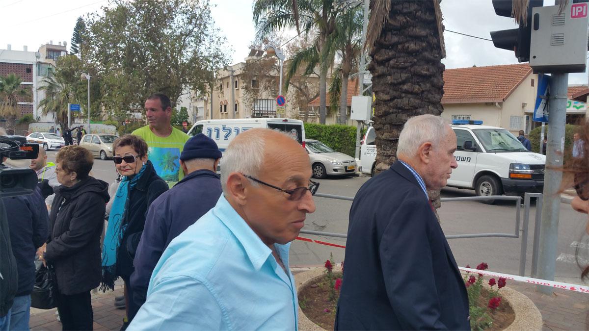 ראש עיריית חולון מוטי ששון מגיע להתעדכן בפרטי המקרה