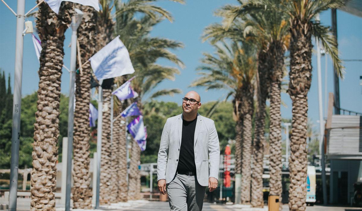 מורן ישראל בסיור בעיר. צילום: אפי יוספי