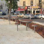 שולחנות ציבוריים בכיכר סטרומה בחולון